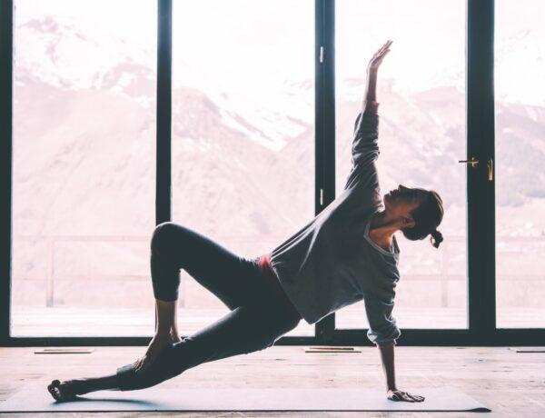 A jóga és a gerinc kapcsolata – Hogyan segít a háttájéki problémákon a jógázás?