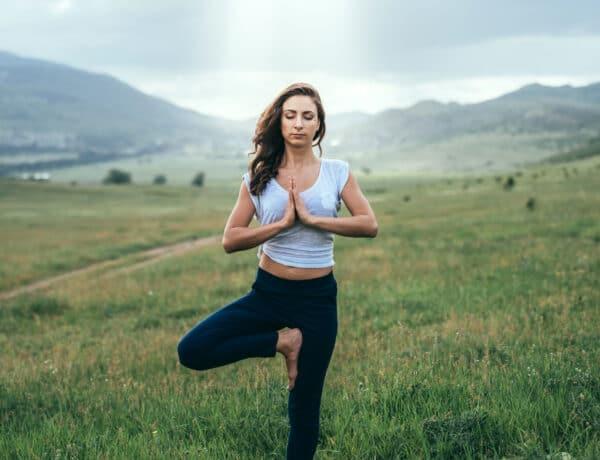 A jóga és a két agyfélteke kapcsolata – 5 gyakorlat, amivel megteremtheted az összhangot