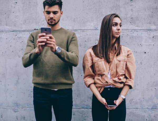 A social media árnyoldalai – 7 negatív hatás, amit az életedre gyakorol