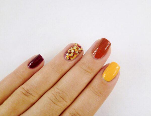 Az ősz színei a körmödön – Egyszerű, de látványos pöttyös manikűr