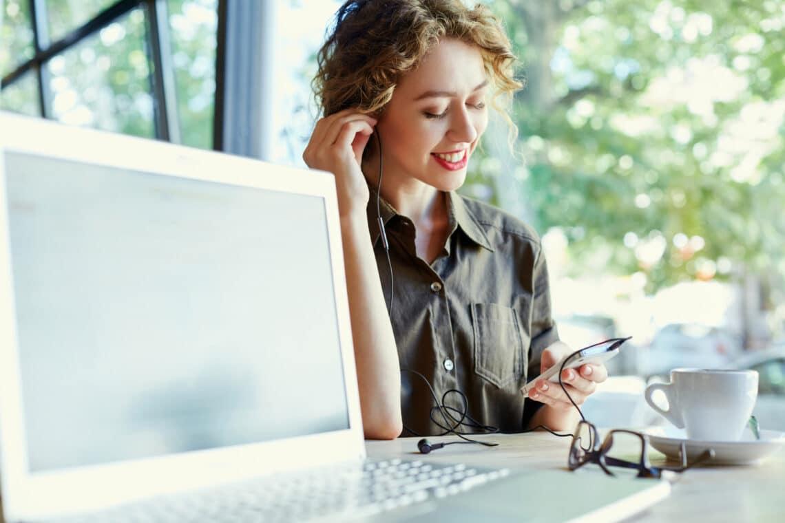 Az 5 legjobb online rádió munka közben, ami megnyugtat és kreatívvá tesz