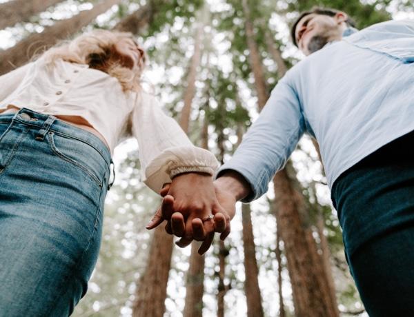Az igazi oka, amiért szeretjük megfogni a partnerünk kezét