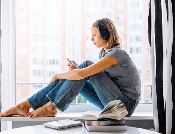 Depressziósak azok a tinik, akik sokat nyomkodják a telefonjukat