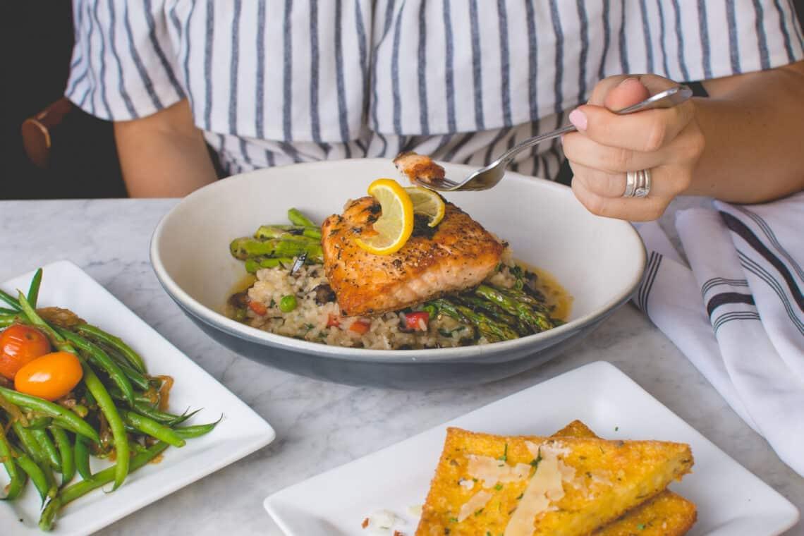 Egy új kutatás szerint minél korábban hagyod abba az evést, annál egyszerűbben fogyhatsz