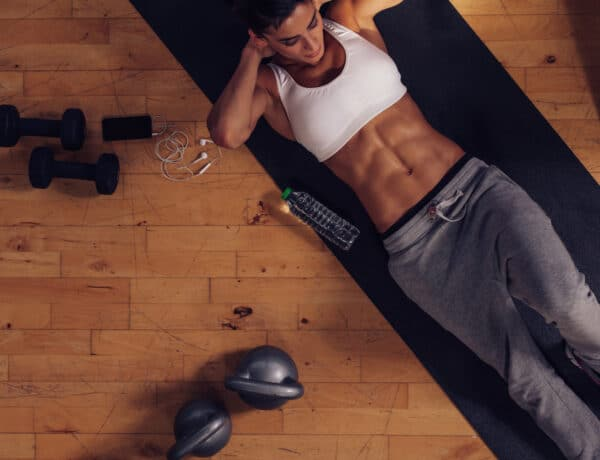 Egy mérettel kisebb leszek: 30 napos edzésterv hasra. Tartsatok velem!