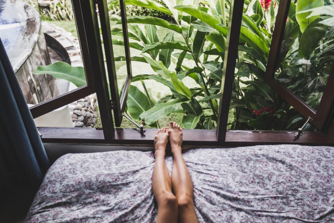 Egy reflexológus megosztott egy párperces lábmasszázs-trükköt: ettől gyorsan álomba merülsz!