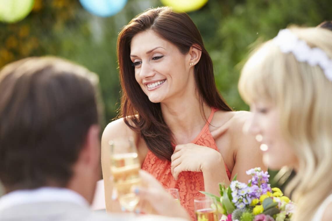 Egyedül mész esküvőre? 4 tipp, hogy így is jól érezd magad