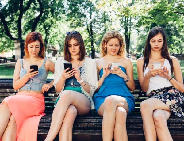 Elbutítja a gyerekeket és a tiniket az okostelefon?