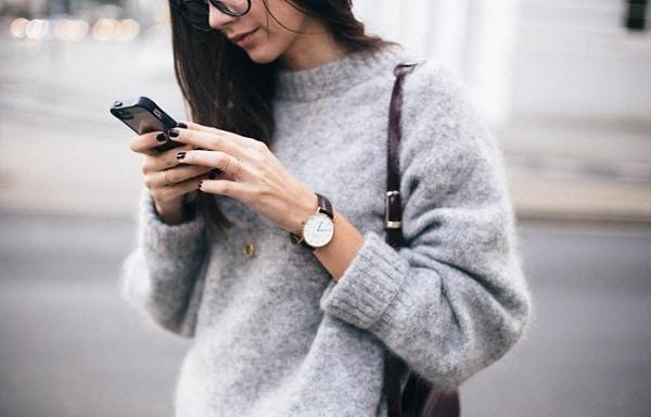 Eljött a nagyis kötött pulcsik ideje? Így viselheted őket divatosan!