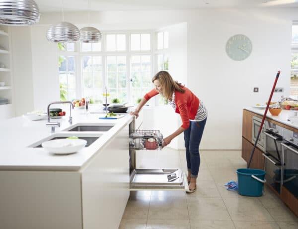 Ez a 6 dolog megrövidíti a mosogatógéped életét: gyorsabban teszi tönkre, mint gondolnád