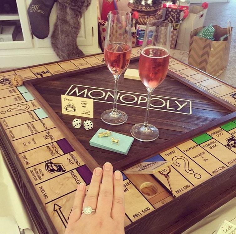 Ez a Monopoly lánykérés olyan megható, hogy kimaradsz tőle egy körből