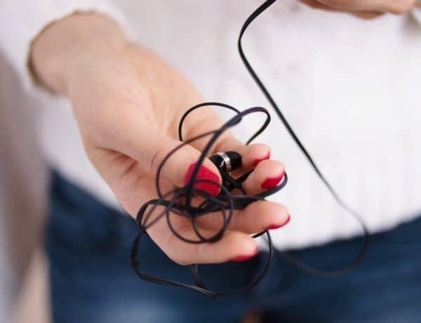 Ezzel a trükkel soha többé nem gabalyodik össze a fülhallgatód