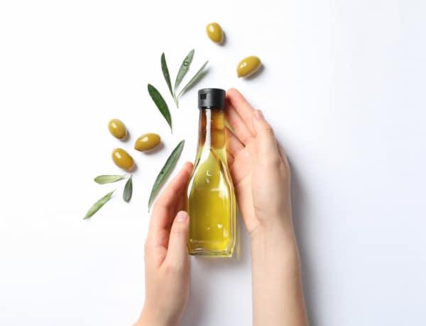 Ezzel az egy olajjal otthon is ápolt maradsz: 10 szépségpraktika olívaolajjal