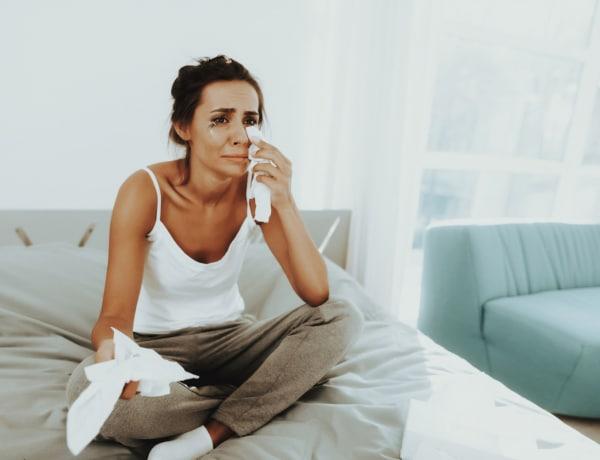 Felszabaduló stresszhormonok és tisztább bőr: ez történik a testeddel, amikor sírsz