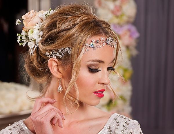 Galéria: Hercegnői frizurák ékszerekkel díszítve