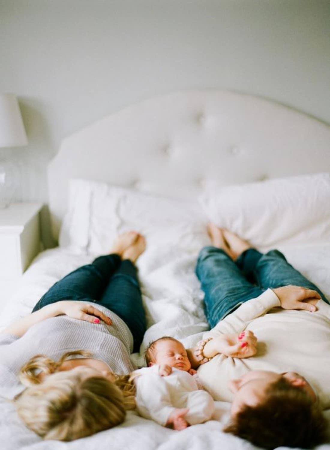 Hárman az ágyban: kinek jó és meddig szabad együtt aludni?