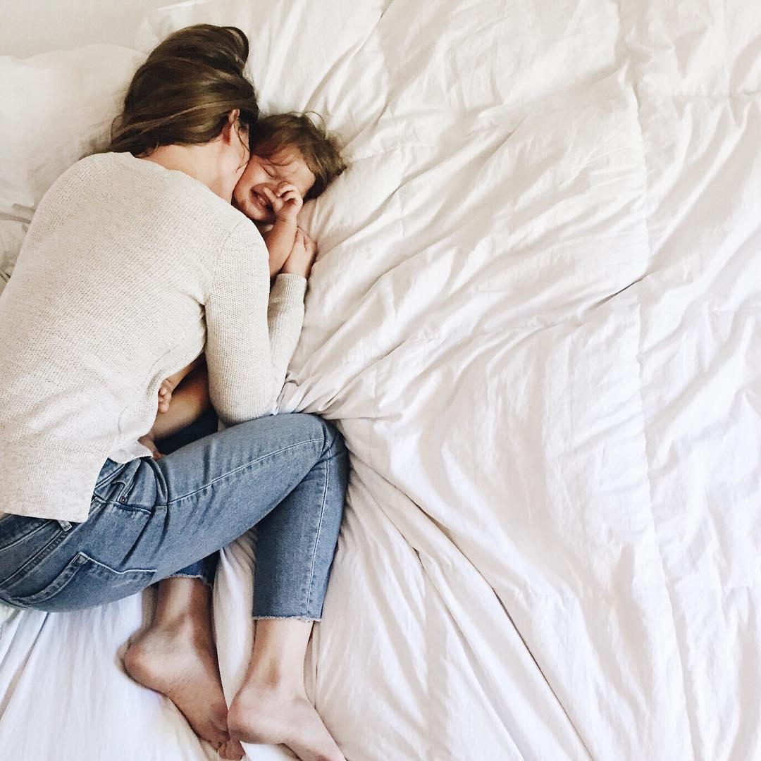 Hárman az ágyban: kinek jó és meddig szabad a gyermekkel aludni?