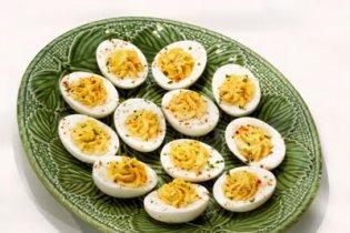 Húsvét: Fűszeres csirkével töltött tojás