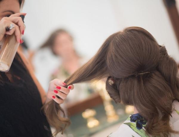 Ha így használod a hajlakkot, csodát művel a hajaddal
