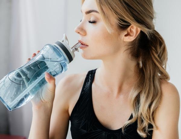 Hidd el, nem jól tisztítod a vizes palackodat!
