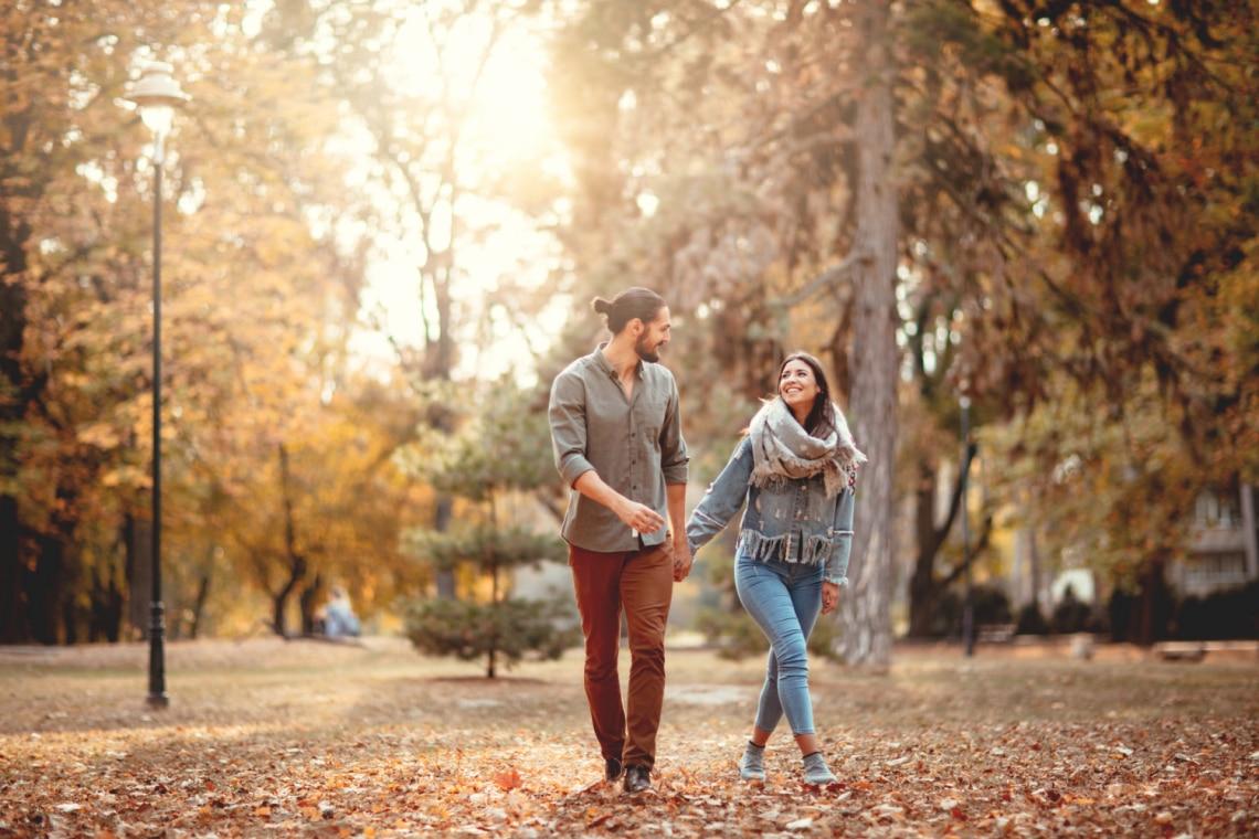 Hogyan sétáltok egymás mellett a pároddal? Ezt árulja el rólatok!