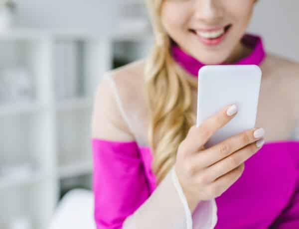 Hogyan tartod a kezedben az okostelefonodat? Ez sokat elárul a személyiségedről