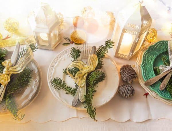 Hogyan terítsd meg a karácsonyi asztalt? 5 meseszép ünnepi asztal
