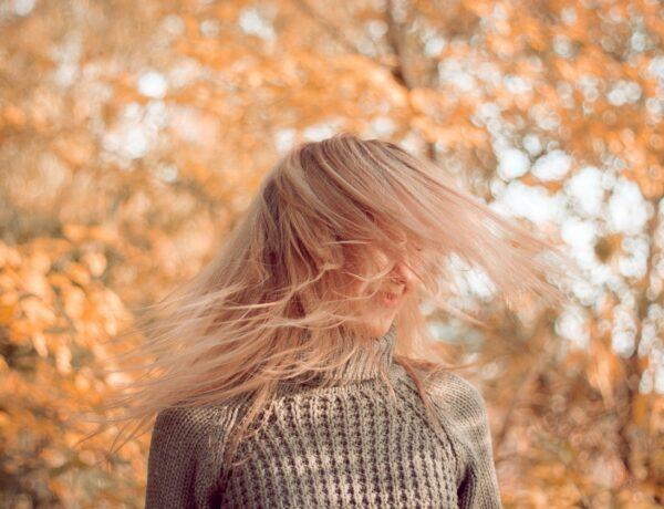 Hullik a hajad? Ezek az okok állhatnak a háttérben