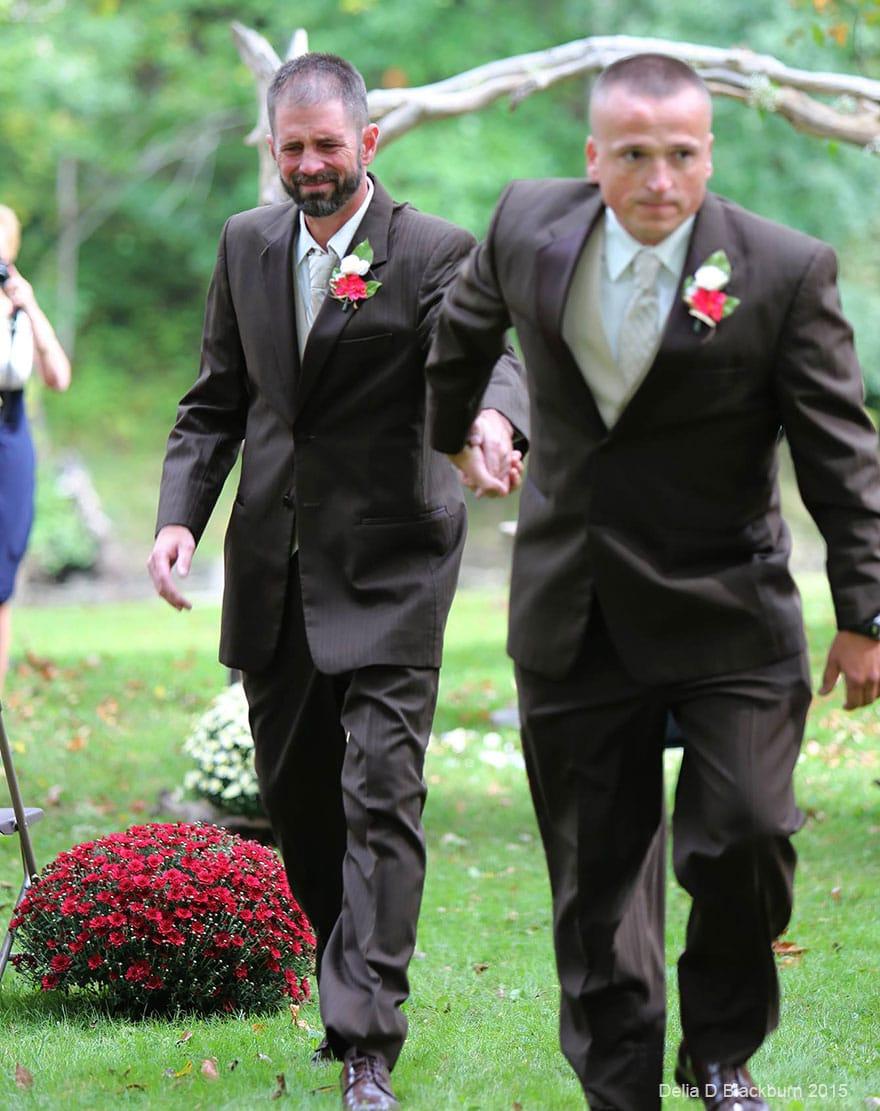 Ilyen az igazi szülő: Lányuk esküvőjén békült ki a két apa