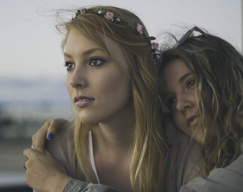 Később veszíti el a szüzességét az Y generáció, mint a szüleik – De vajon miért?
