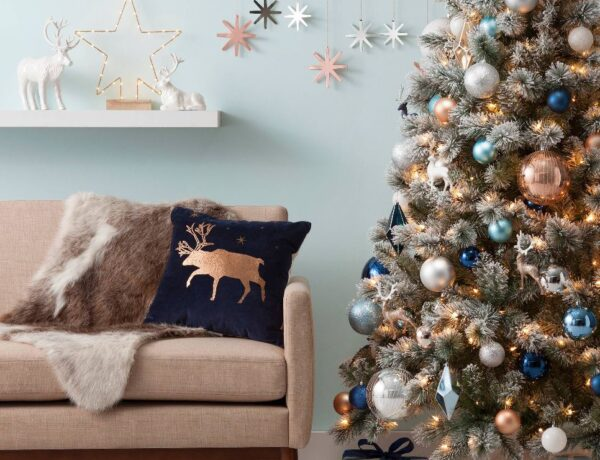 Különleges színekben pompáznak ezek a karácsonyfák – Idén te is megújítod a hagyományokat?