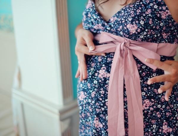 Kismamaként is stílusosan – Fogadd meg stylistunk tanácsait!
