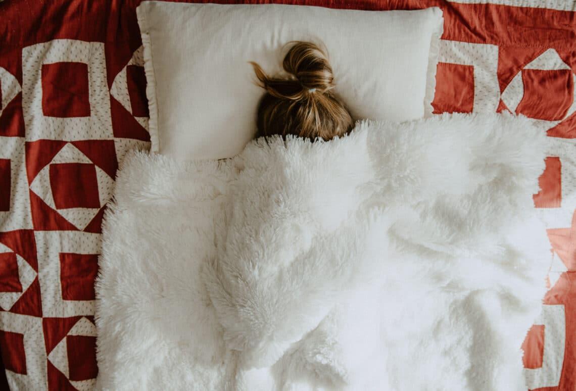 Korán felébredsz, és nem tudsz visszaaludni? Ezek lehetnek az okai
