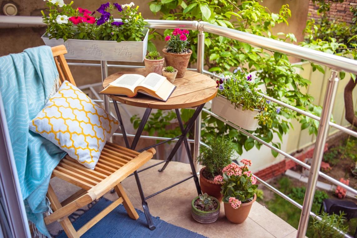 Lélekmelengető balkonok: így varázsolj tavaszt az erkélyedre akkor is, ha egészen aprócska