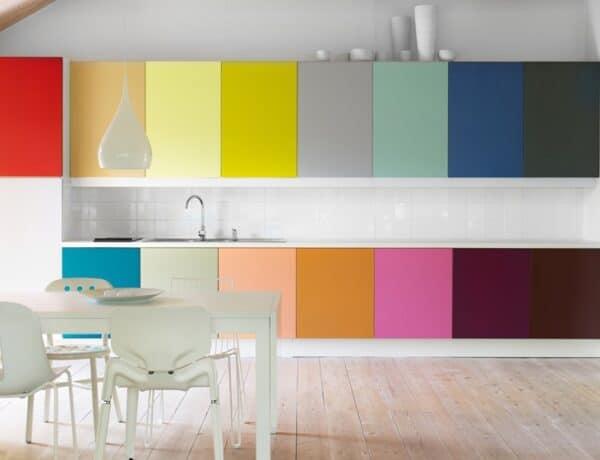 Lakásdekoráció felsőfokon: 5 izgalmas és friss szín a konyhádba