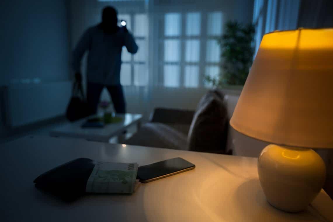 5 titkos rejtekhely az otthonodban, amit elsőként kutatnak át a betörők