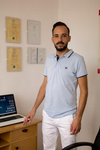 Műtét helyett egyedül tüntette el a hasában nőtt tumort: interjú Ruff Krisztiánnal