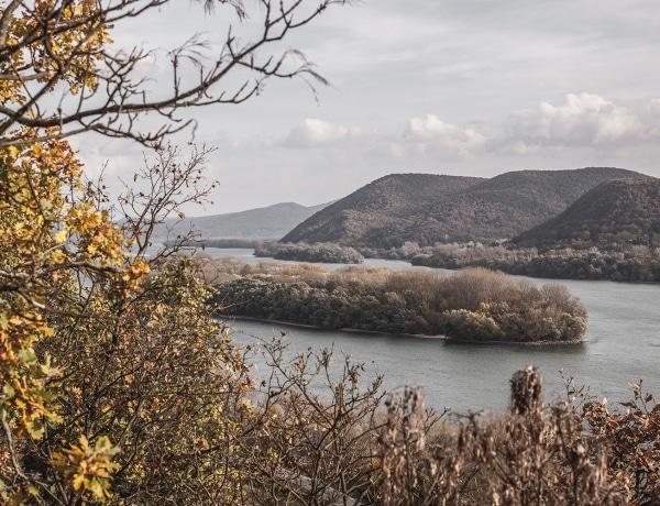 Még ma is irtózatos ez a titkos föld alatti gyár a Dunakanyarban