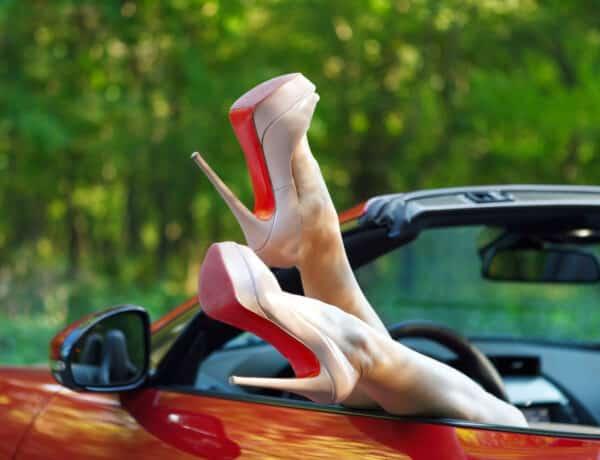 Meleg vizes zokniban? 8 életmentő praktika magassarkú viseléséhez