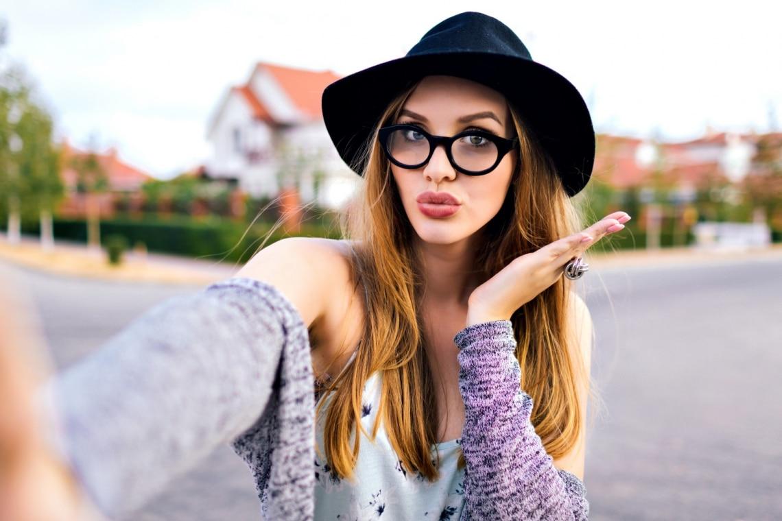 Mentális zavar és önbizalomhiány – Tényleg erről árulkodik, ha túl sok szelfit készítesz?