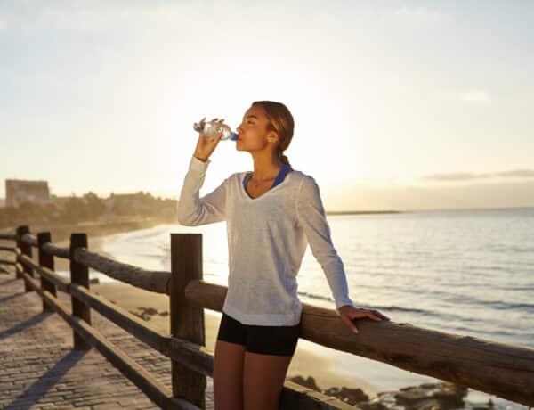 5 kétségbeejtő hatása annak, ha csak 1 liter folyadékot iszol naponta