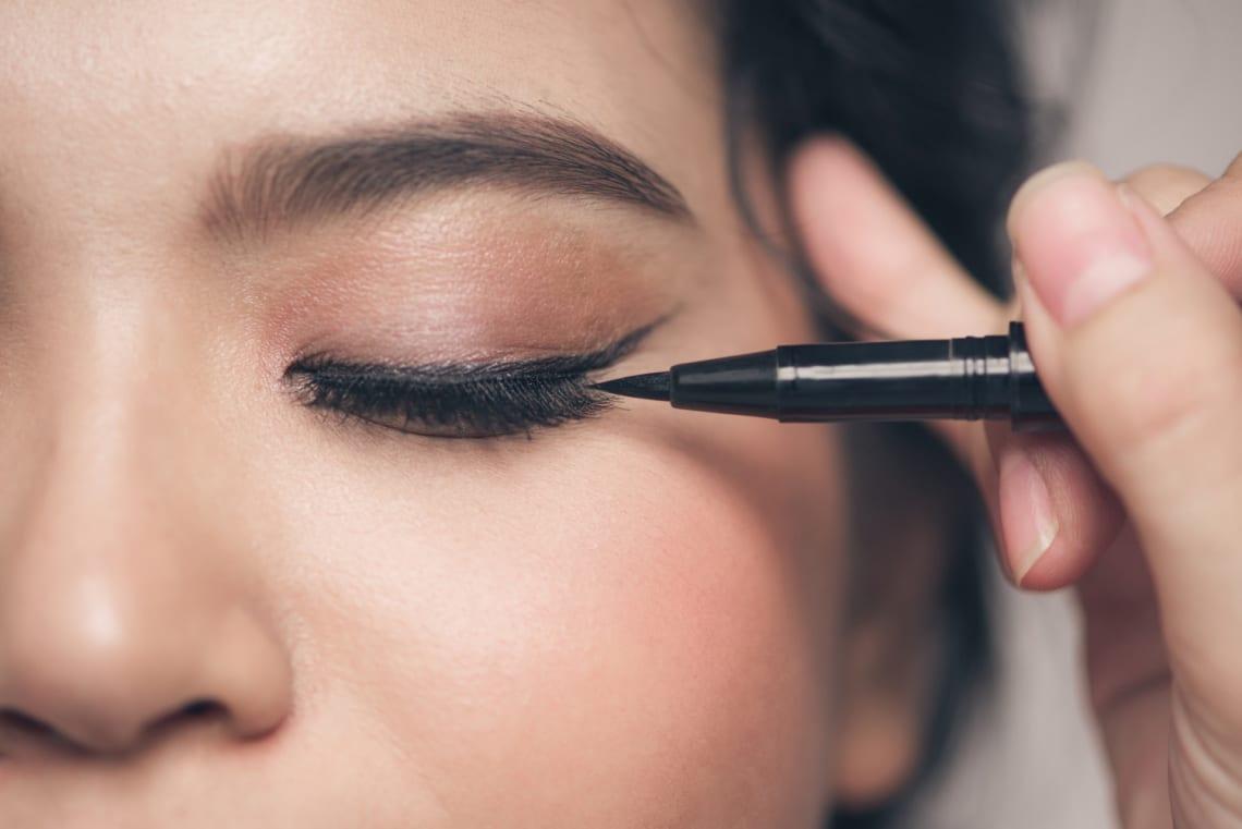 Milyen tusvonal illik a szemformádhoz? Nem mindegy, hogyan húzod meg!