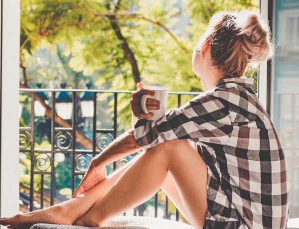 Mindig elkéstek reggel? Próbáld ki ezt a 4 hatékony praktikát és sokkal gördülékenyebben indul majd a nap!