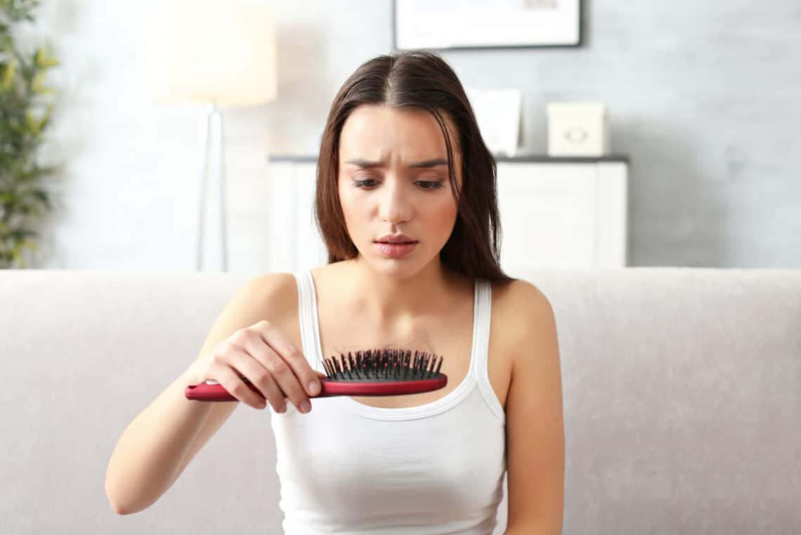 Mitől hullik a haj? Hajhullás elleni vitaminokkal újra egészséges lesz a hajnövekedés