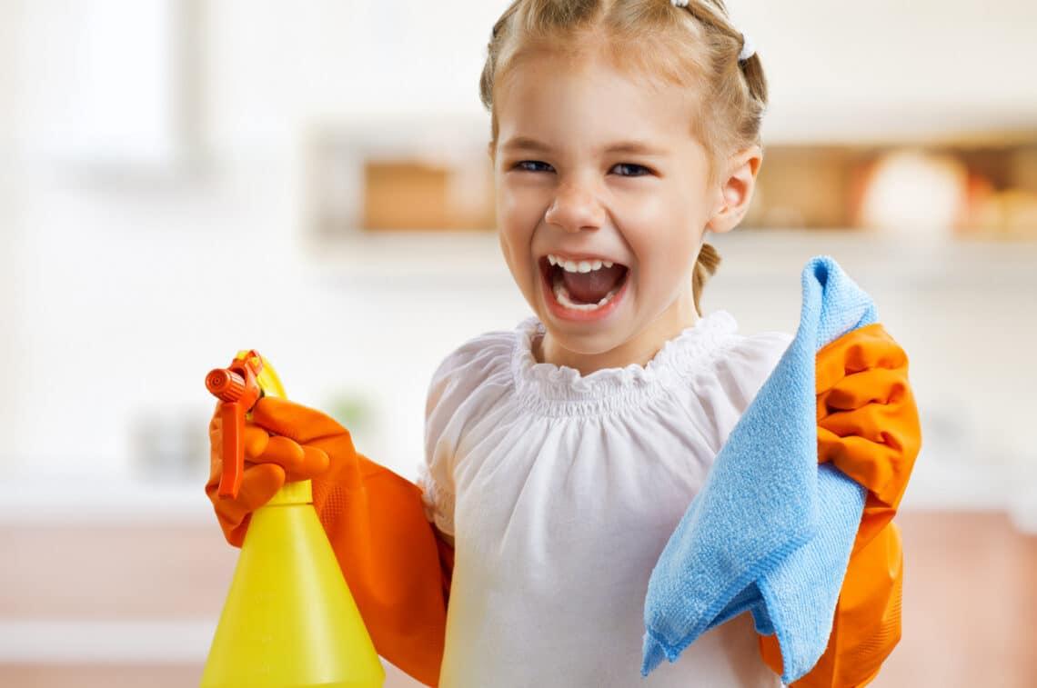 Ne jutalmazzuk pénzzel a gyerek segítségét! Szakértőt kérdeztünk a gyerekkori házimunkáról