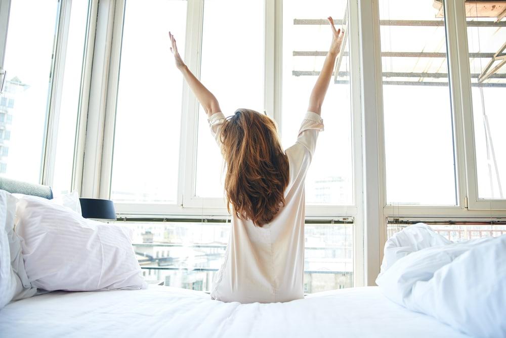 Nehezen ébredsz reggel? Ezek a trükkök segíthetnek, hogy azonnal felpörögj!