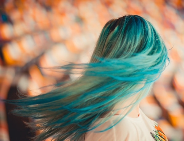 Nem hittük, hogy kék haj nézhet ki ilyen jól – Az extrém hajszín a legújabb trend