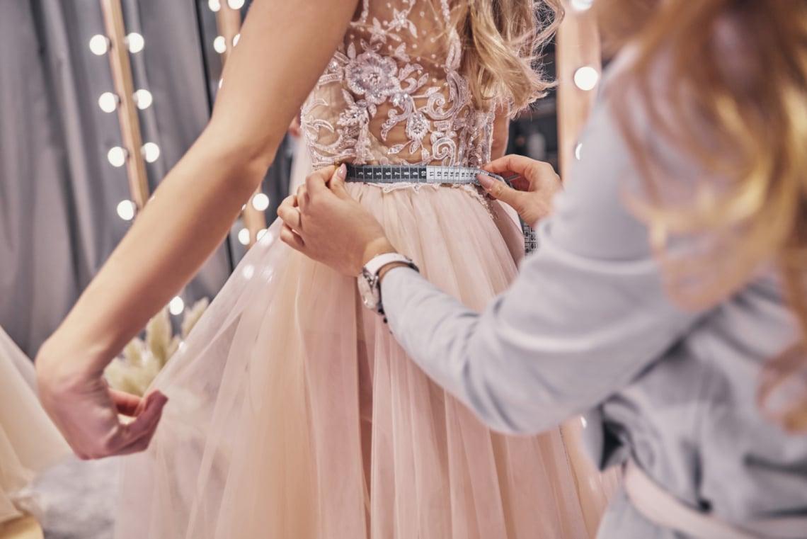 Nem tetszik az elefántcsont és az ekrü? 10 gyönyörű menyasszonyi ruha, ami nem fehér
