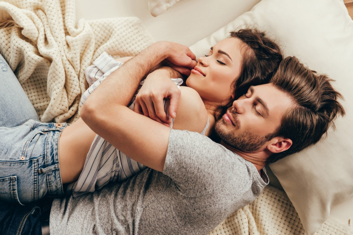 Mitől lesz igazán szerelmes egy férfi? Így alakul ki a kötődés köztetek