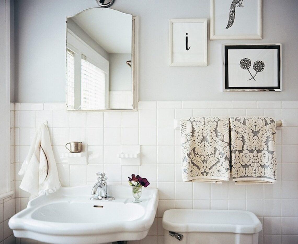Régi csempés a fürdőszobád? Rendezd be úgy, hogy a divatjamúlt burkolat is jól mutasson